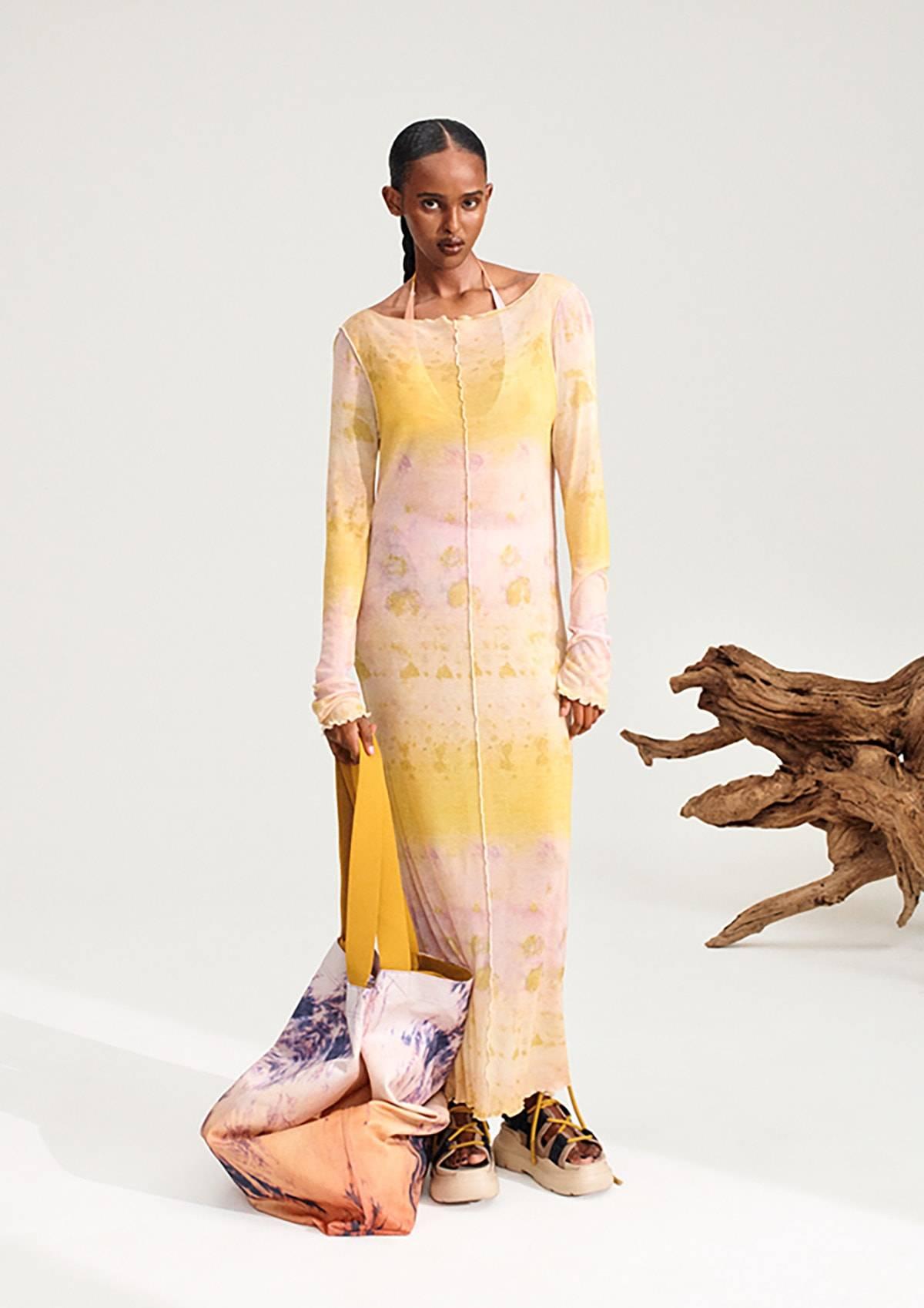 """Pigmentos naturales, biotecnología e impresión digital: H&M lleva la sostenibilidad al """"teñido"""" de sus prendas"""