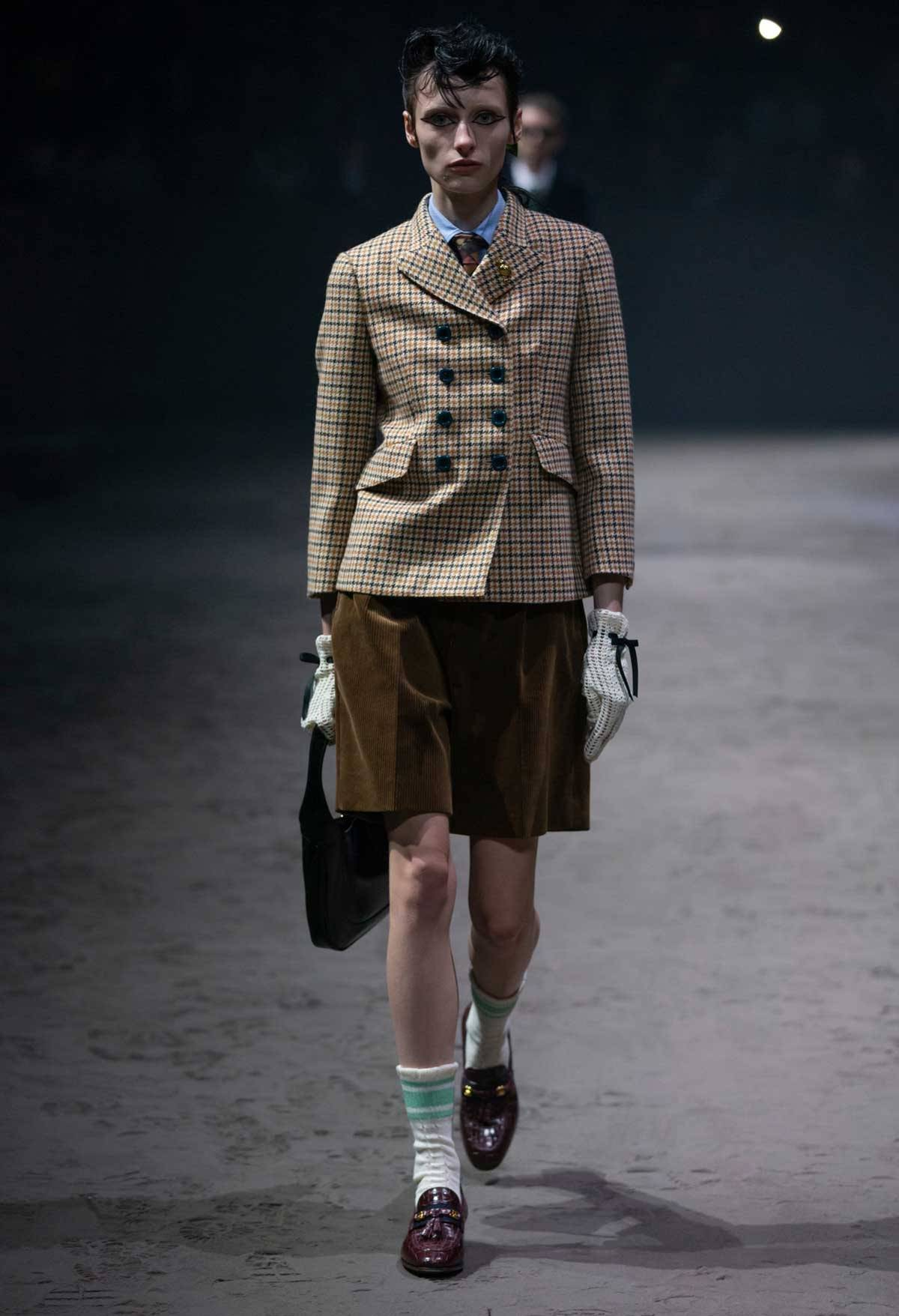 Gucci Sacude Milán Liberando Al Hombre De Su Masculinidad Tóxica