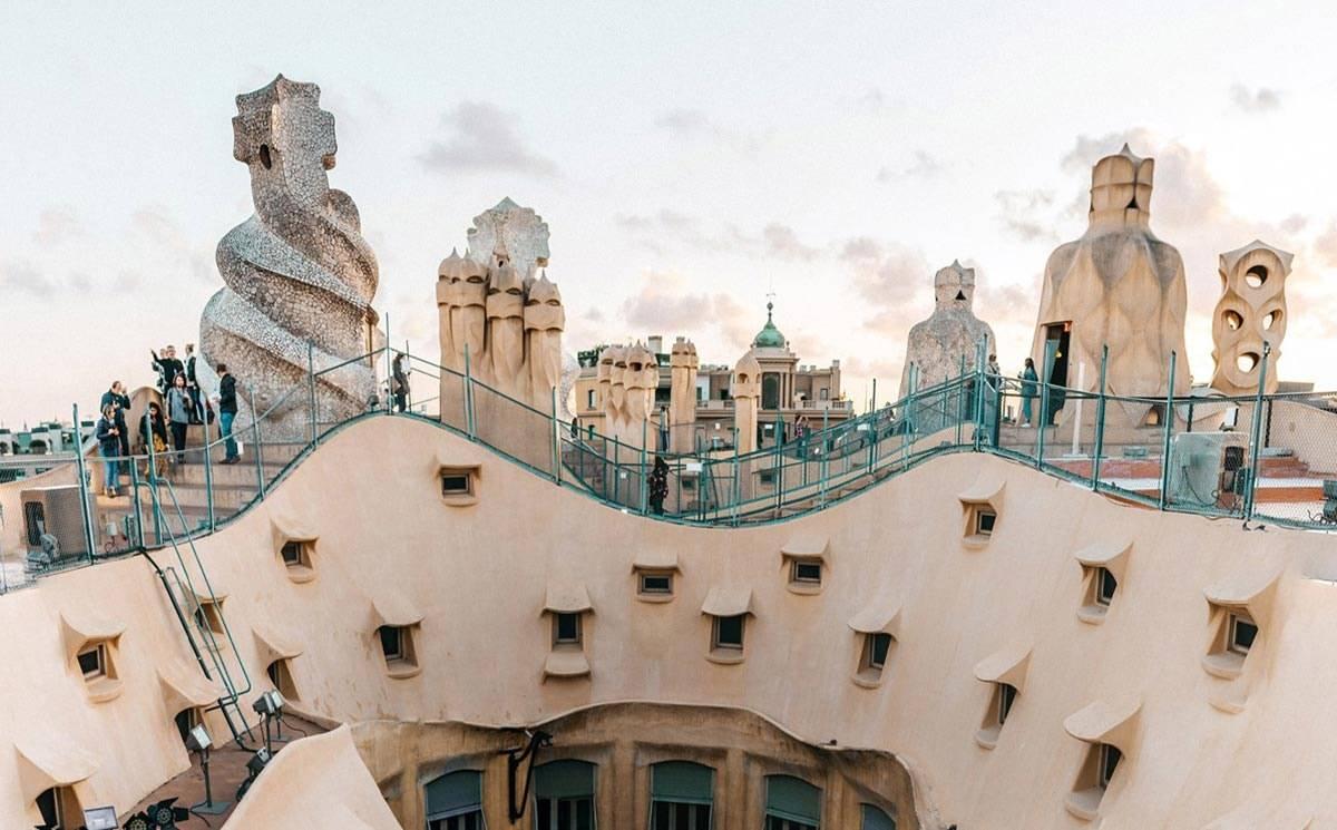 La 080 Barcelona Fashion calienta motores: próxima edición digital desde La  Pedrera de Gaudí