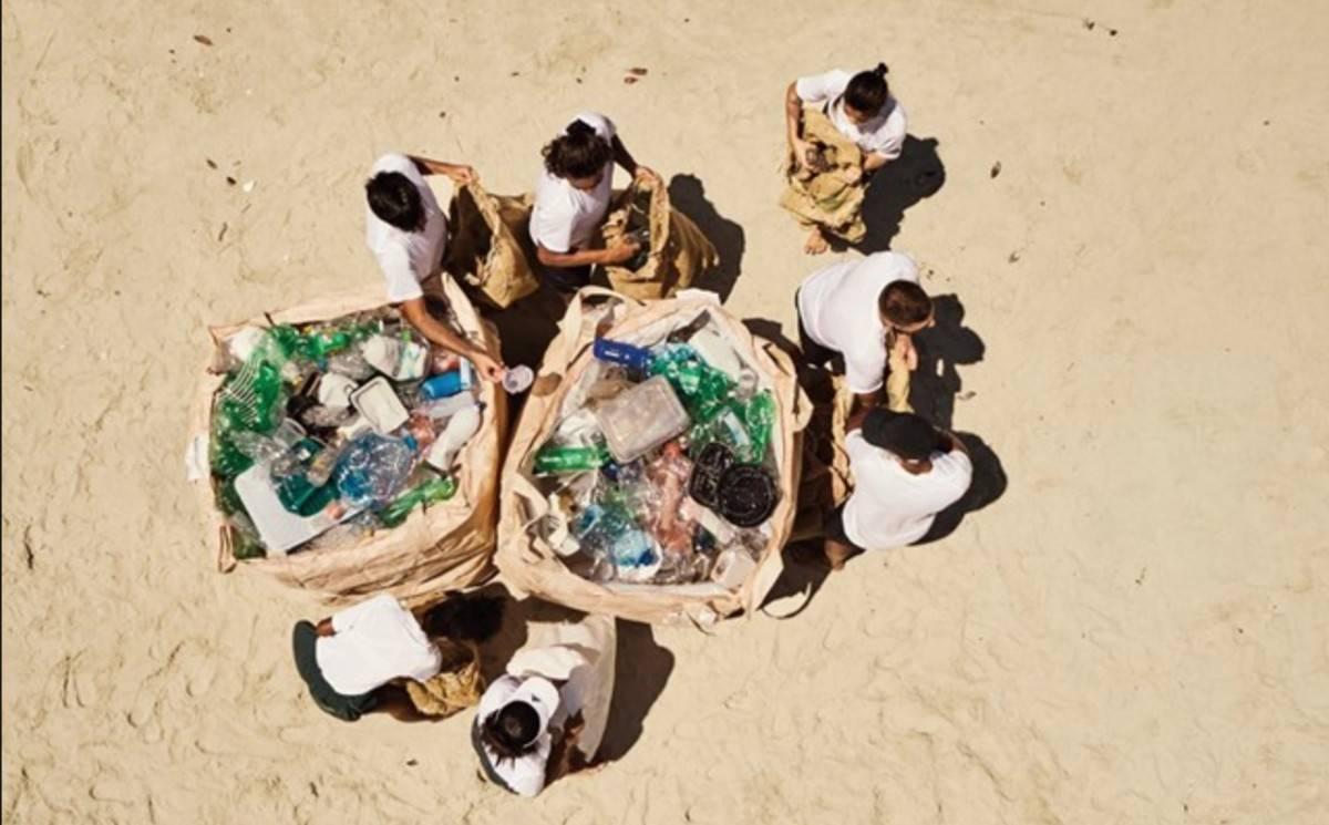 Adidas lanza una colección hecha de plástico recuperado del océano