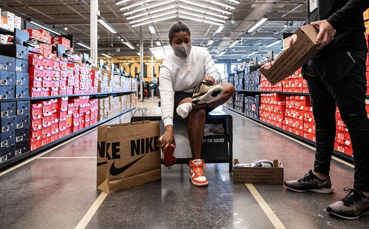 """Nike reinventa """"la segunda mano"""" con un programa piloto (y pionero) de zapatillas usadas"""