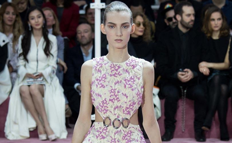 Alta costura en Paris trajo flores, viajes y novias para 2015