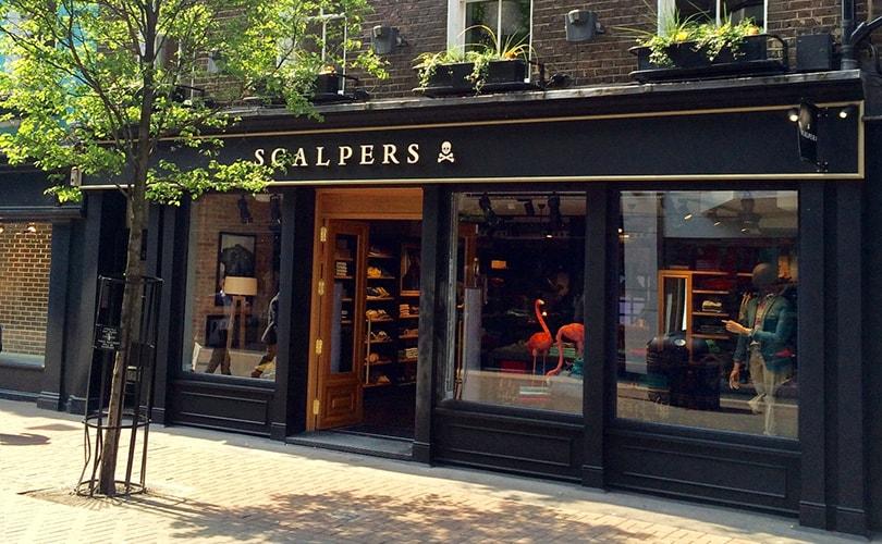7c6c3e1de6fe5 La firma española de moda masculina Scalpers acaba de abrir su primer punto  de venta en Londres. La nueva tienda se enmarca en un plan de expansión ...