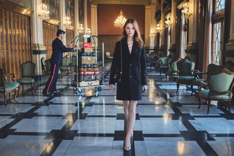 """The Perfect Parisienne"": elegante ironía en el nuevo film (made in Spain) de Roger Vivier"