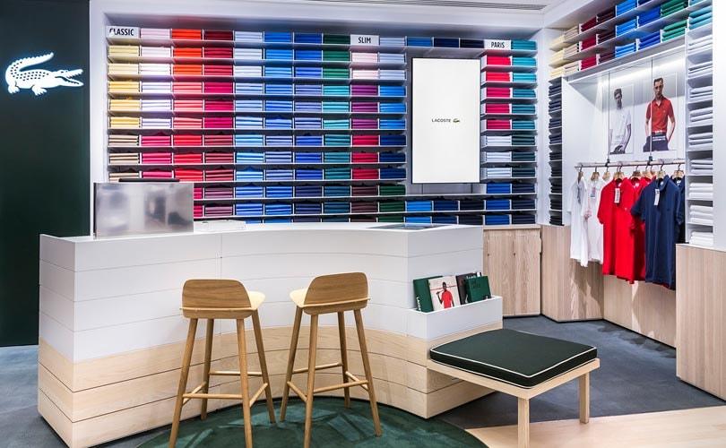 159ed2512a1 Los polos ganan protagonismo en la nueva tienda Lacoste de Barcelona