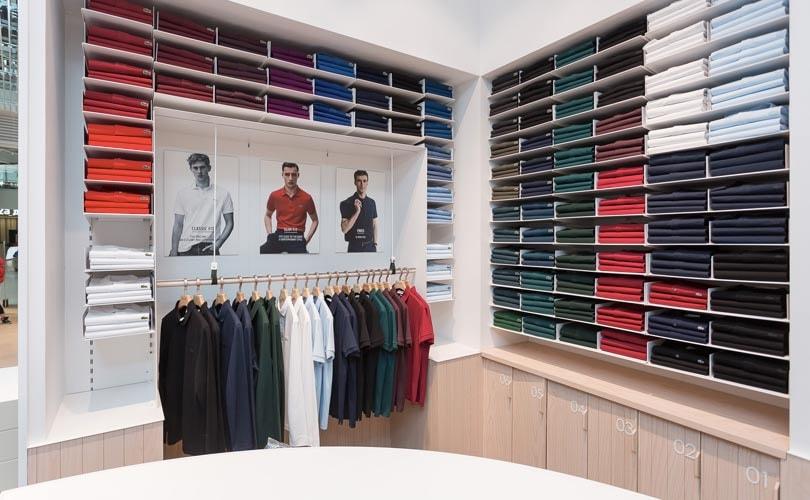 9b78b5a17f2 La conocida firma francesa Lacoste ha presentado su nuevo concepto de  tienda premium